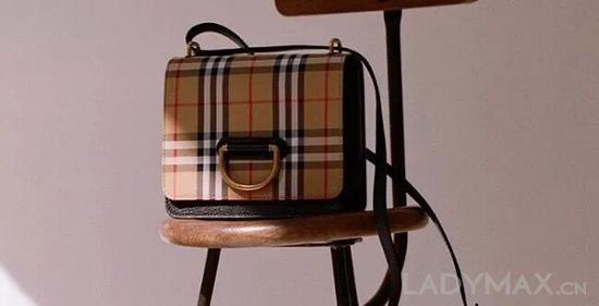 """Burberry在财报中表示,新款""""D""""字手袋销售表现良好,已成为品牌新晋It Bag"""