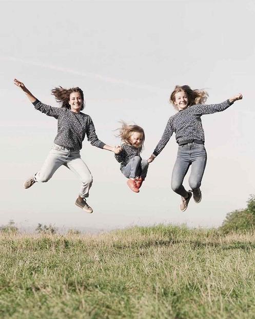 母女三人凭借照片爆红网络又来骗我们生女儿?
