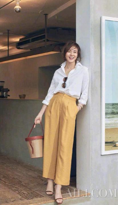 周三:西装外套+短裤