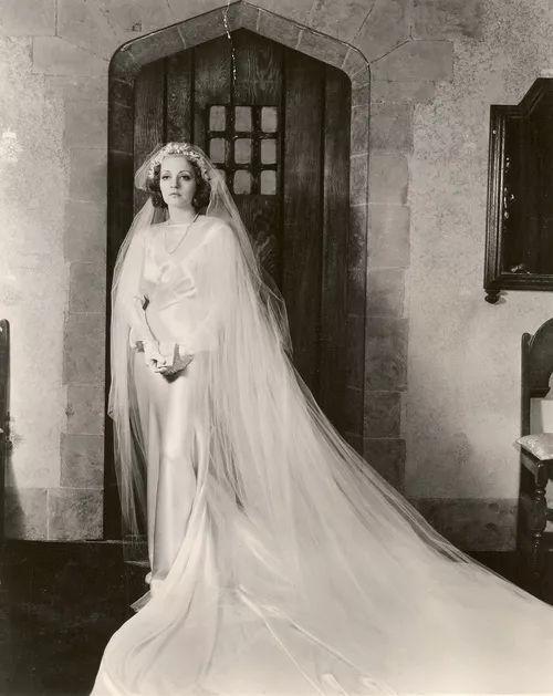 △ 1930s的婚纱