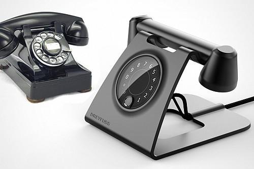 和我们记忆中的老式电话相比,这款座机艺术品保留了数字转盘的同时,机身采用更为纤薄的工业风格线条