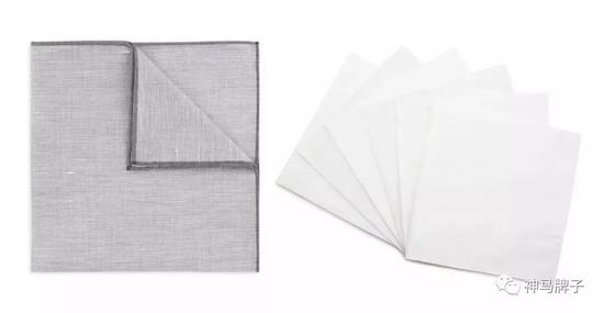 Turnbull & Asser Cotton and Linen Handkerchief £55(左)Turnbull & Asser White Cotton 6 pack Handkerchief £110(右)