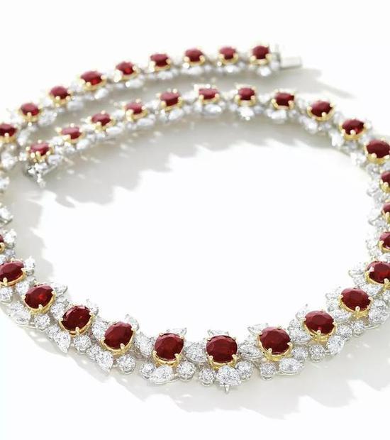 缅甸抹谷鸽血红项链,成交价为628万港币