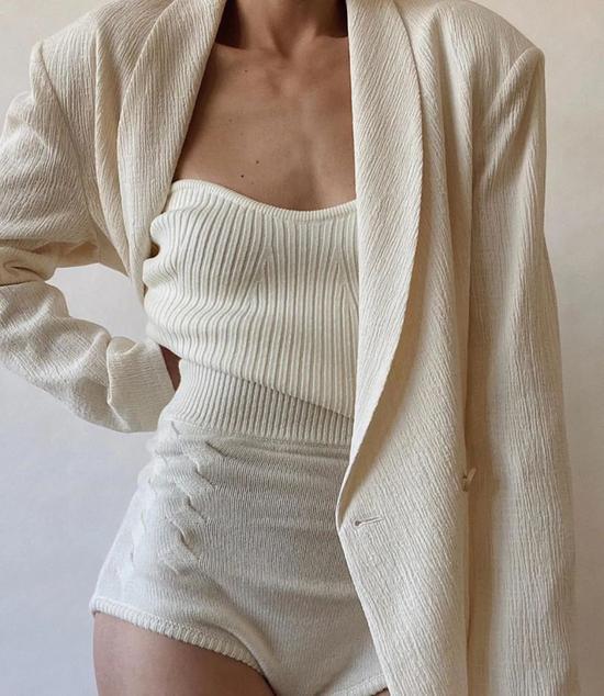 """这些只会穿""""黑白灰""""的女人 都能当时尚博主了"""
