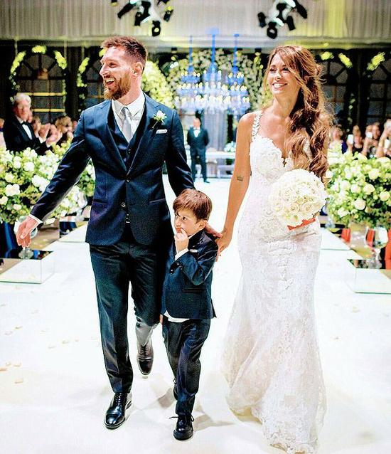 2017年7月1日,阿根廷球星梅西与青梅竹马的女友完婚