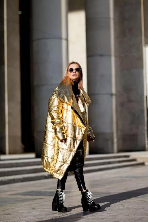 冬天怎么能少了既时髦又吸睛的金属色单品呢