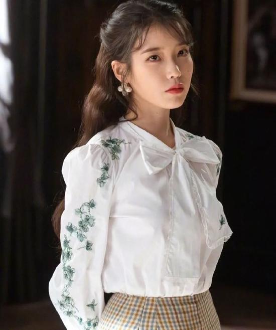 IU新专上线可我心心念念的还是她的复古衬衫