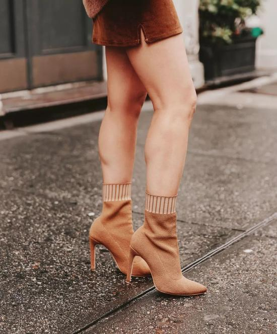 即使是模特腿,这样搭也不是非常完美。▼