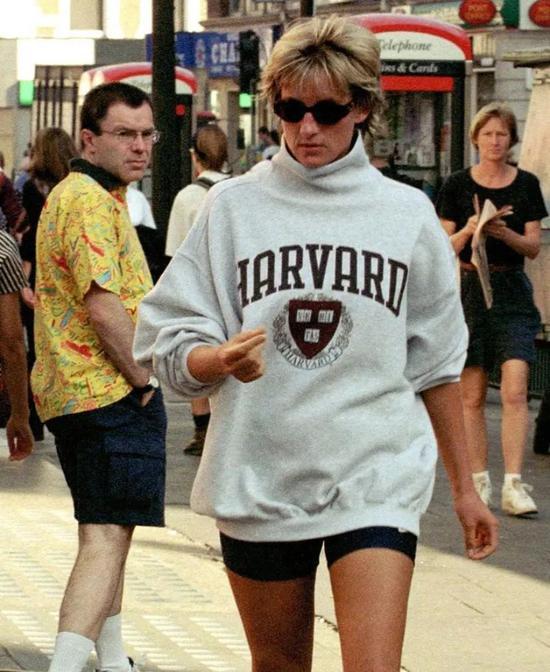 如果你还不知道明天穿什么 那就看看90年代的街拍