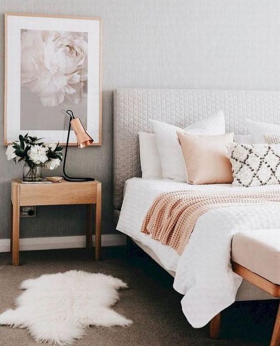 抱枕与盖毯颜色交相呼应 图片源自homebestiest.com