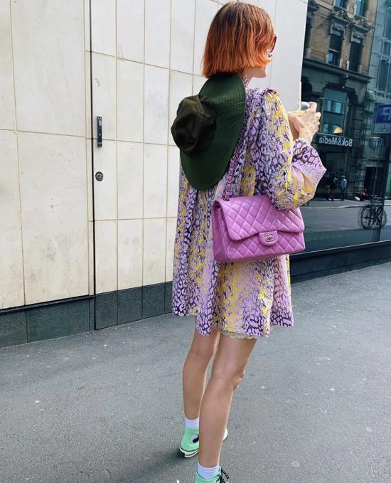扒一扒IG上的色彩玩家 怎样才能把彩色穿得像她一样时髦且有趣