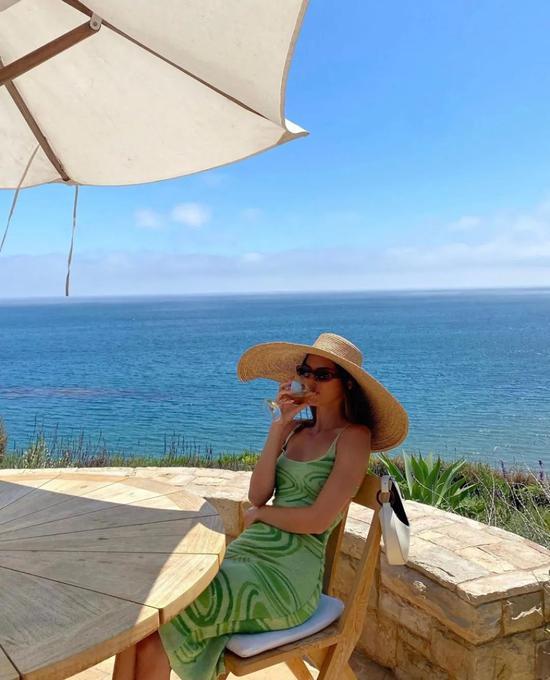 Kendall的度假装备 刷新了我对针织裙的认知