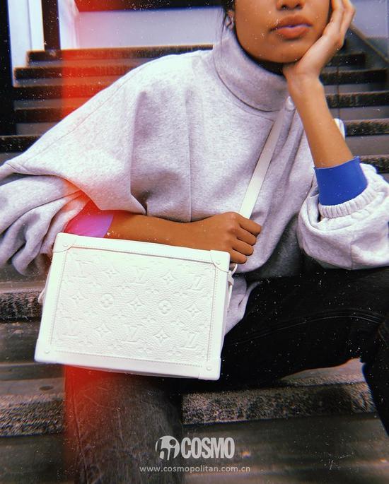 包袋来自Louis Vuitton