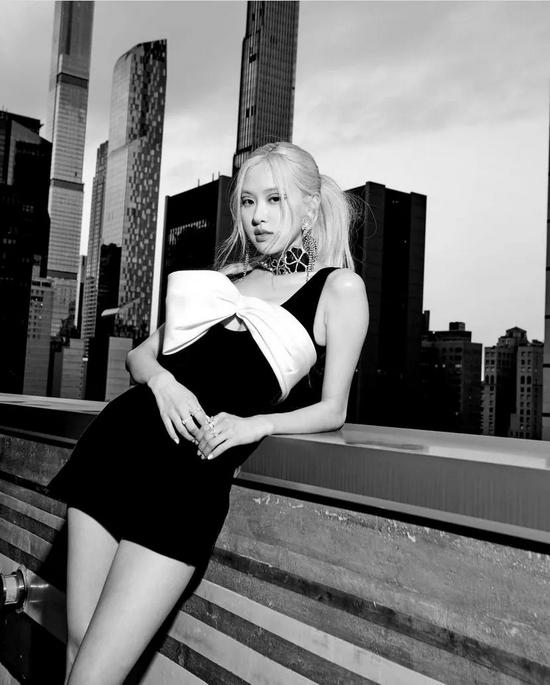 人间YSL认证?BLACKPINK Rosé现身纽约街头,金发韩风再拍时尚大片!