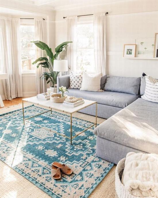 靓丽的浅蓝色花纹地毯搭配 图片源自instagram@luluandgeorgia