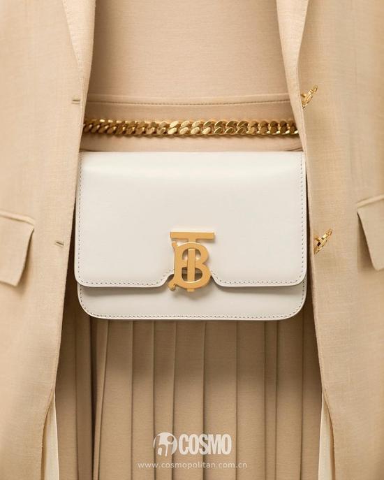 包袋来自Burberry