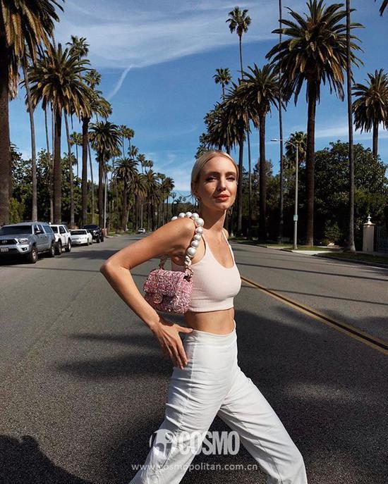 Leonie Hanne背 CHANEL 2019春夏系列手袋