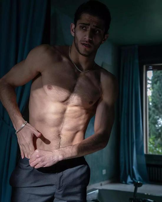 他是叙利亚难民 逃难到法国当男模!法国时装周男模