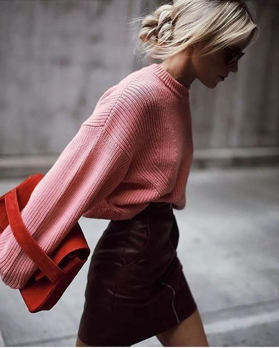 针织上衣搭配半身裙 穿出气质好身材_Y2OOO.COM第1张