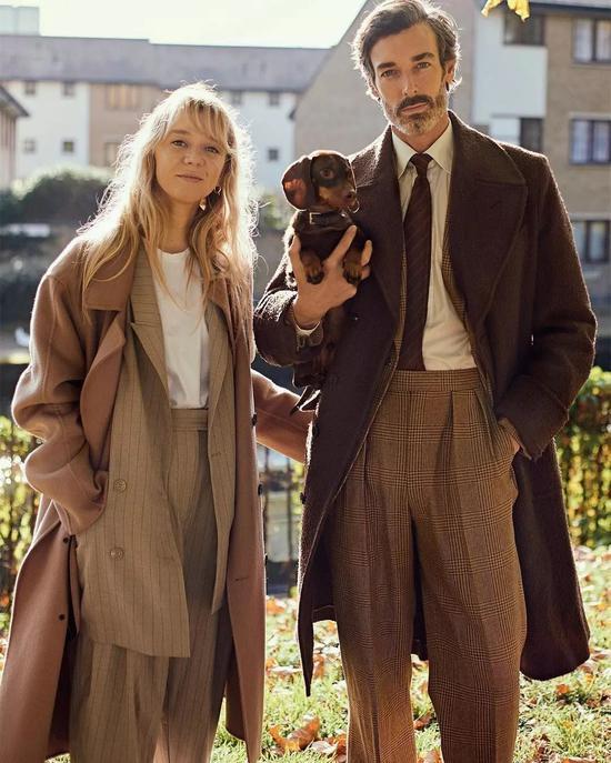 (Richard和女友一起养了一只狗狗,酸了酸了)