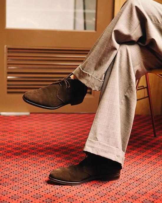 在秋冬季初尝绅士靴 这两款正闲场景轻松包办