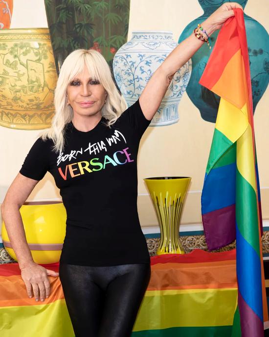 范思哲VERSACE 跟Lady Gaga 联名了!