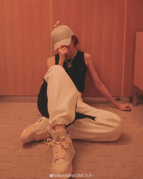 染发少女怎么穿 和乃万学习甜酷女Rapper穿搭