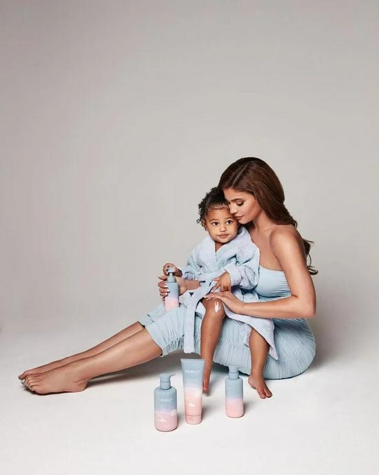 """Kylie Jenner 发布婴幼儿品牌""""凯莉宝贝""""!"""