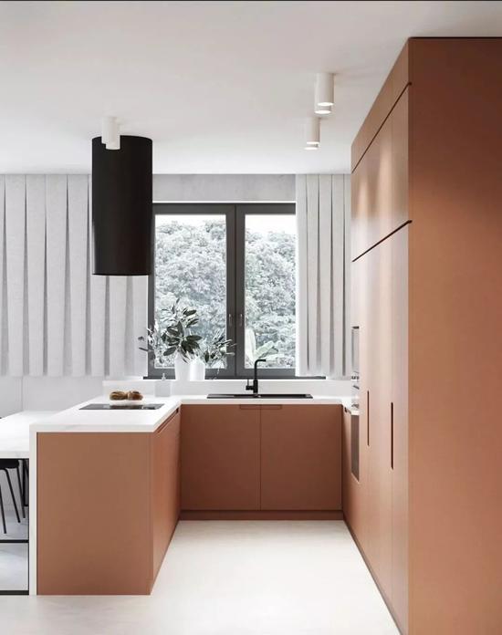 在客厅可以直接看到厨房的全貌