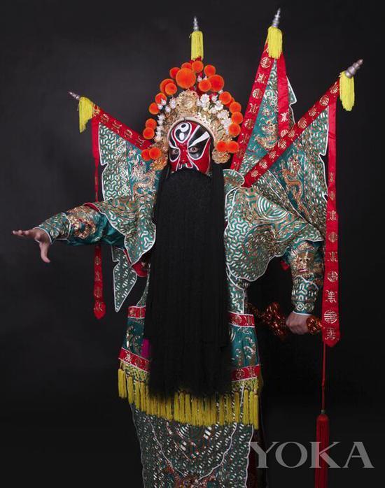 京剧写真拍摄《铁笼山》姜维 988元 图片来自凝曦影坊京剧摄影