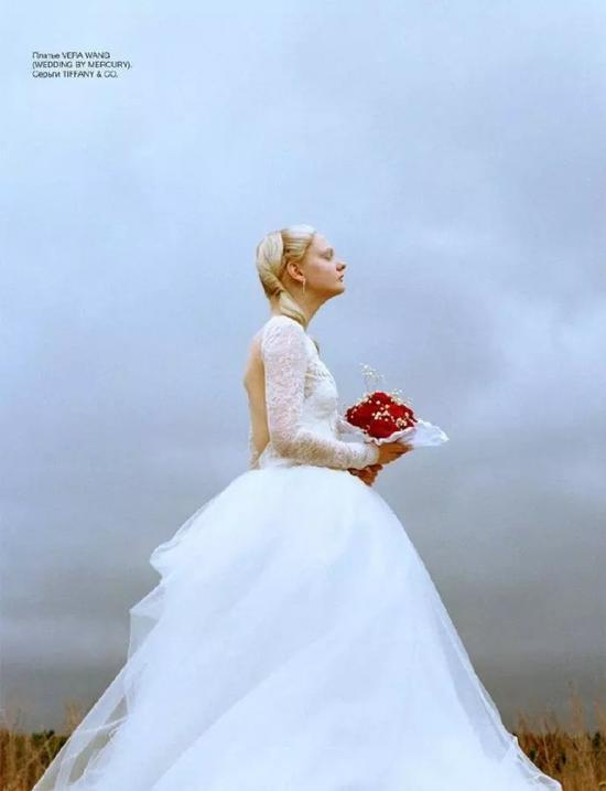 实际上,白色婚纱在18世纪才成为公众首选