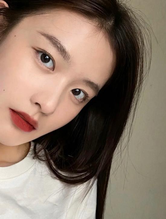 为什么现在很多女生不化妆只涂口红?
