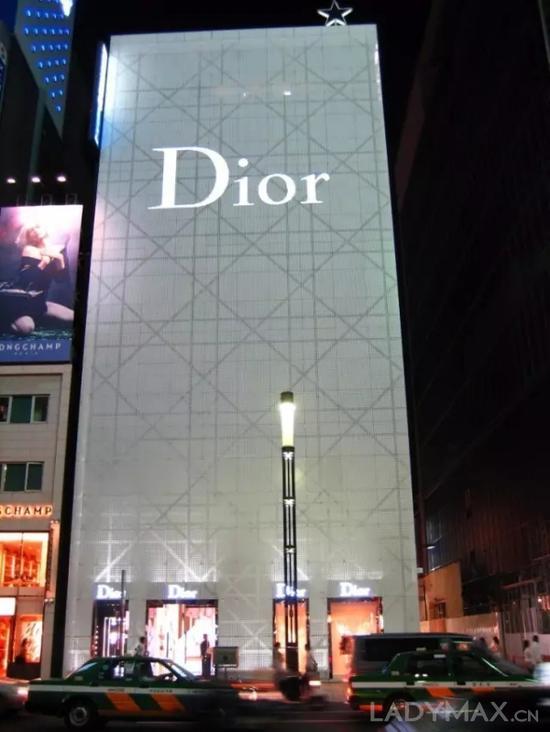 图为Dior位于日本东京的全球最大旗舰店