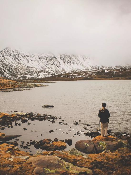▲雪山脚下的大黑湖,有着小黑湖不可比拟的壮阔