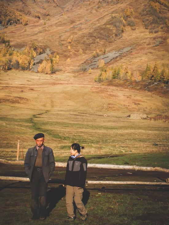 ▲小木屋的大叔给我们讲述了远在外地的子女的故事