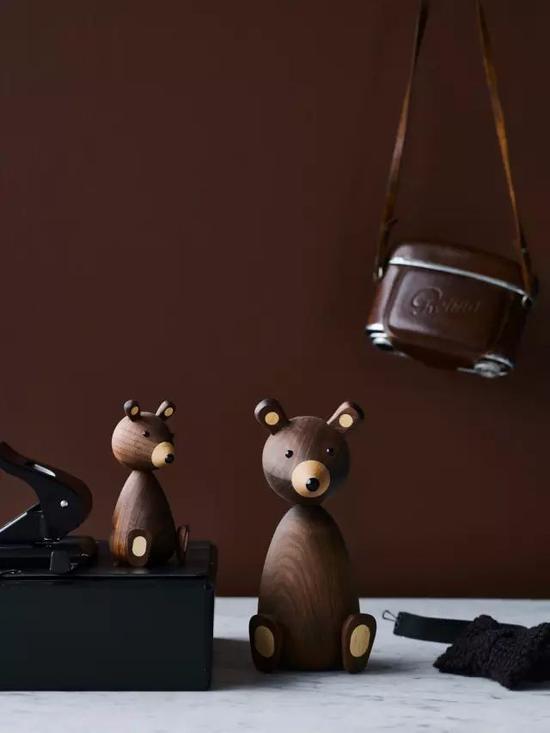 除了可爱的木偶,Lucie Kaas还有一系列的陶瓷餐具组合,一贯的北欧风格。