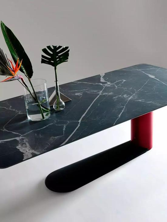 Vertigo Table