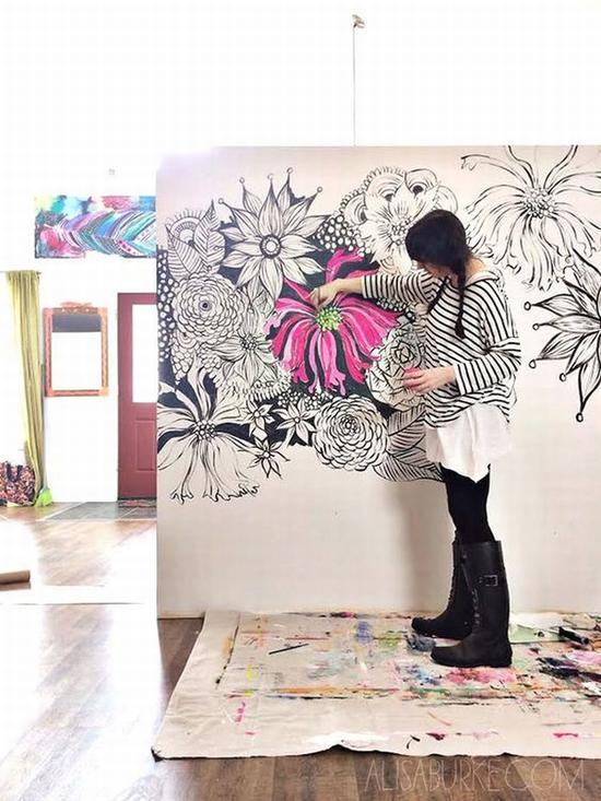 在墙上作画 图片源自www.bloglovin.com
