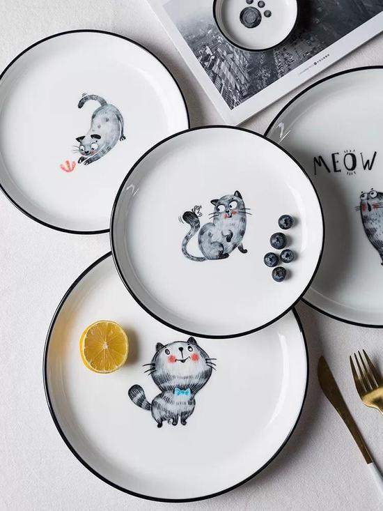盘子手绘猫咪图
