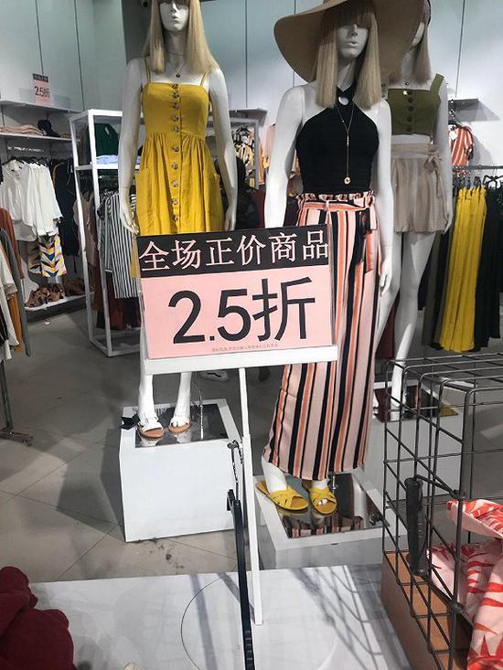 """Forever 21北京悠唐店(图片来源:微博用户""""nnnnnnd"""")"""