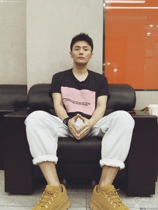 李荣浩佩戴里查德米尔腕表