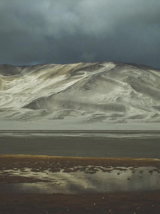 ▲白沙山与流沙河,最抽象的画作