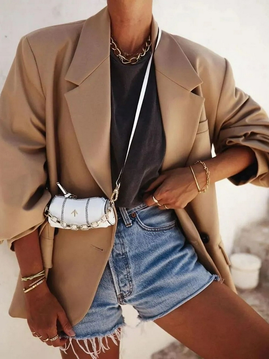 穿T恤的时候 戴什么项链最时髦?