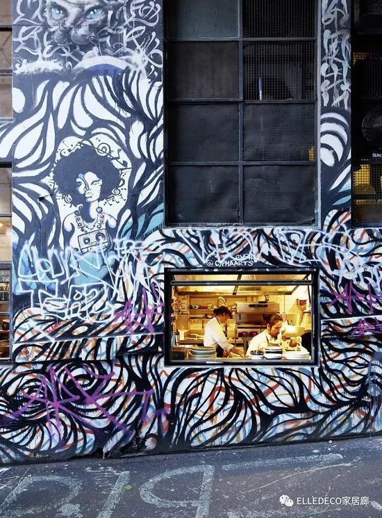 Hosier Lane等长达几百米的知名涂鸦小巷,是游客拍照的热门取景地。