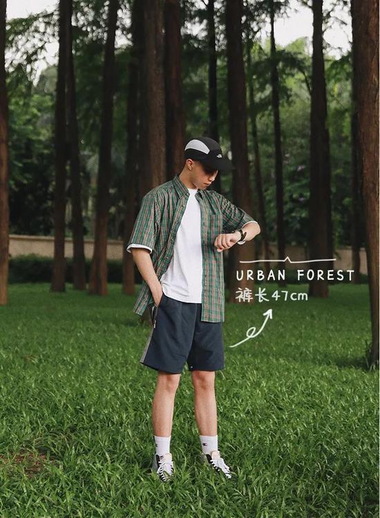 短袖:POOF / 衬衫:私物/ 帽子:TNF / 短裤:URBAN FOREST