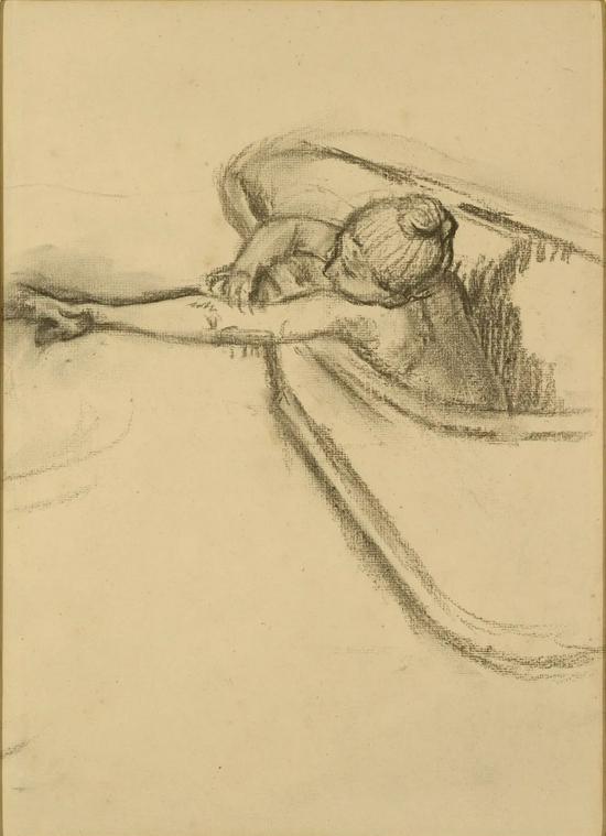 《洗澡的女人正在擦干她的胳膊》,19世纪80年代或90年代,埃德加·德加。The J。 Paul Getty Museum, 2013.65