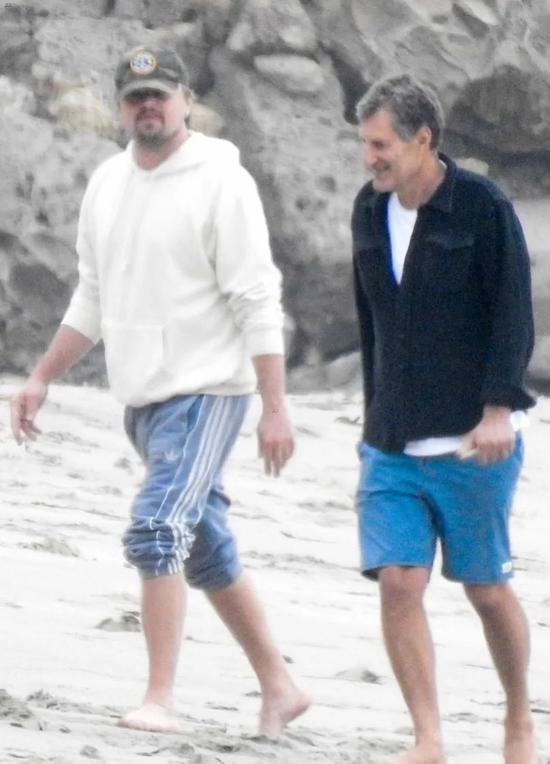 当地时间5月31日,Leonardo DiCaprio在马里布的海滩