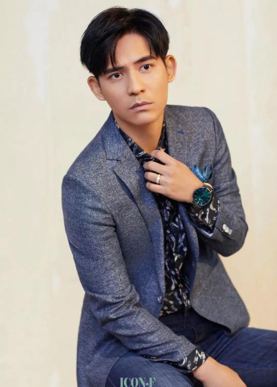 昆凌、周渝民佩戴4B腕表拍摄时尚大片