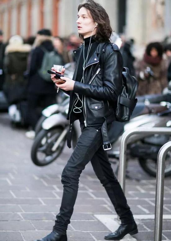 潮人示范高帮鞋+all black造型(图片来源:东方IC)