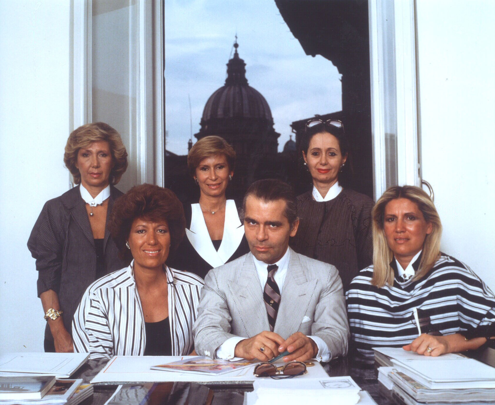 Lagerfeld在FENDI担任主设计师